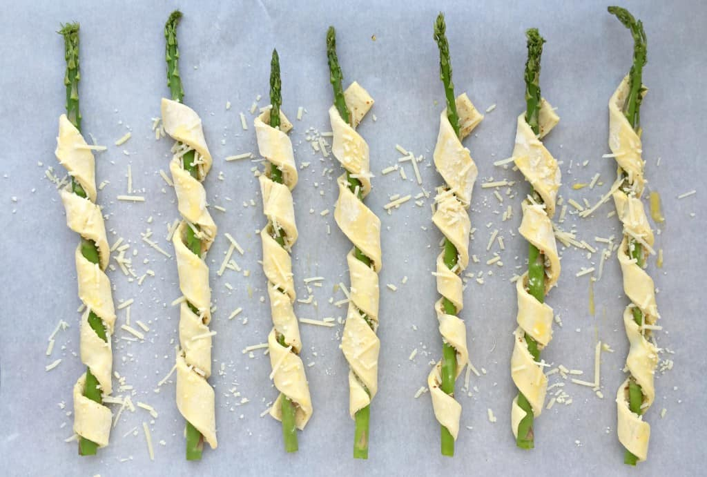 parmesan-puff-pastry-wrapped-asparagus-4