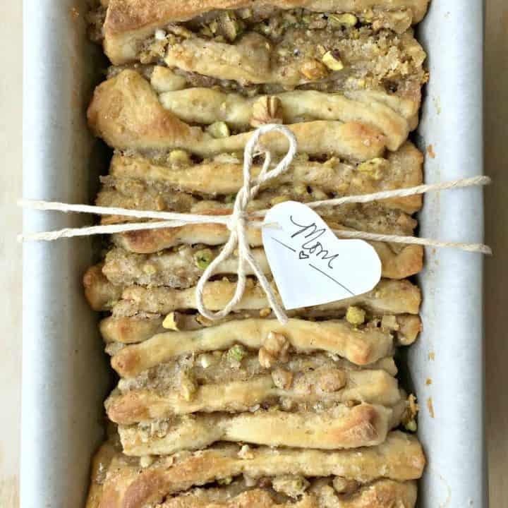 {Easy} Baklava Pull-Apart Bread