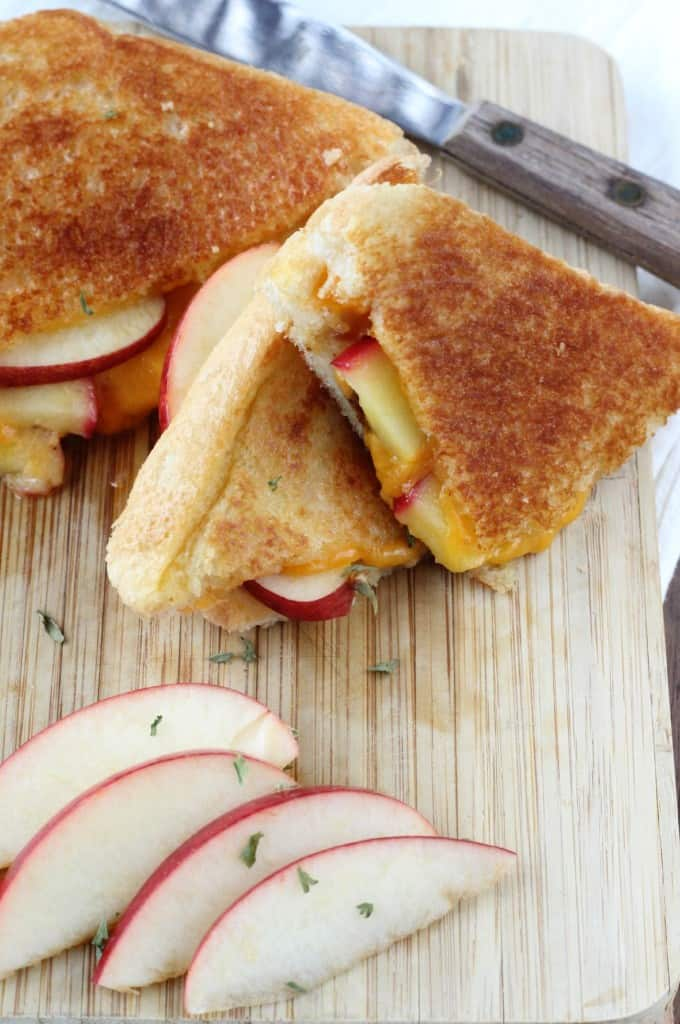 Apple-Stuffed-Cheddar-Grilled-Cheese-4