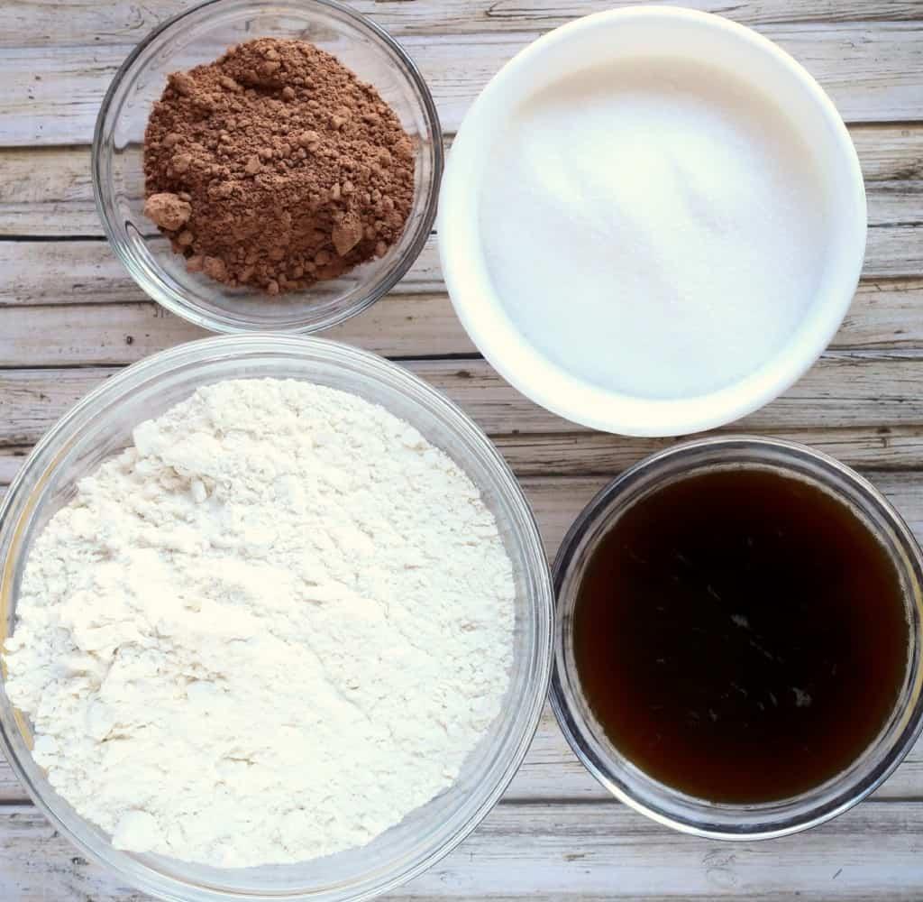 Decadent-Chocolate-Chunk-Mini-Cakes-2