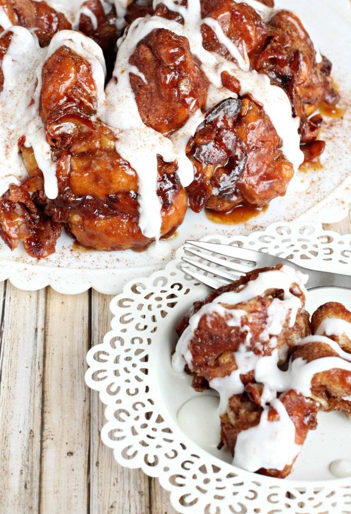 Bacon-Cinnamon-Roll-Monkey-Bread-4