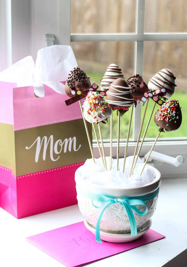 Easy Chocolate Covered Strawberries Bouquet