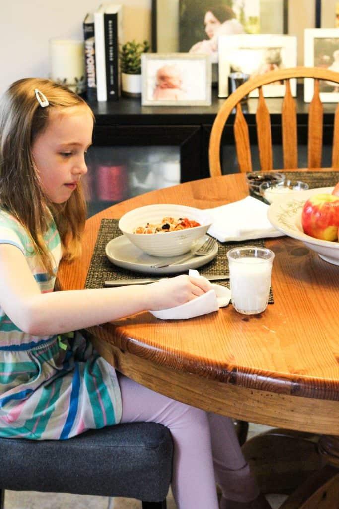 girl using napkin